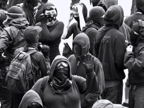 """Ma chi sono questi """"black bloc"""", qualcuno lo sa?"""