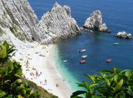Da Sirolo ad Auronzo, ecco le 15 spiagge più belle d'Italia.