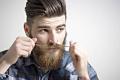 Capelli cortissimi, ciuffo, barba folta e baffi a punta, per il maschio2.0.