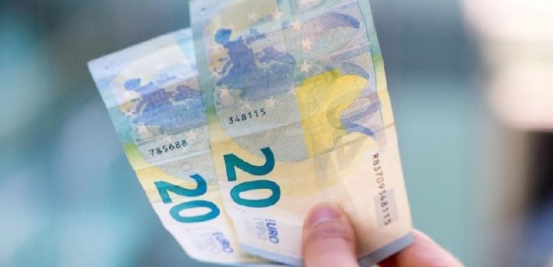 """Se hai uno stipendio di """"26mila euro e 1centesimo"""", per il governo gialloRosso sei """"uno ricco""""!"""