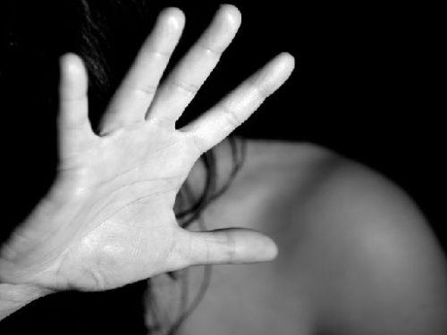 Strumentalizzare un atto criminale è colpire la vittima due volte. di Yvan Rettore