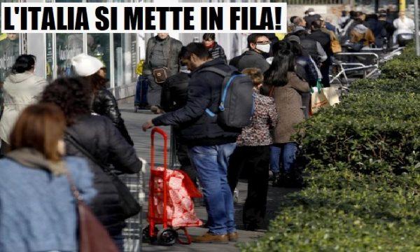 Supermercati presi d'assalto. L'Italia si mette in fila per mangiare.