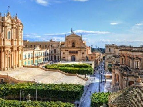 Sicilia: Noto la capitale del barocco siciliano. di Giuseppe Cocco