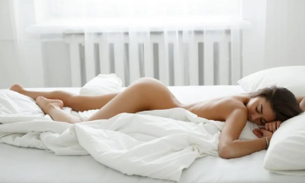 Ho detto addio a pigiami e camicie da notte per dormire sempre nuda. Adoro essere completamente libera. di Mery Ferro