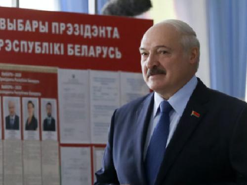 In Bielorussia gli exitpoll assegnano la vittoria a Lukashenko.
