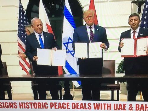"""Alla Casa Bianca la firma degli """"Accordi di Abramo"""" tra Israele, Emirati Arabi Uniti e Bahrein."""