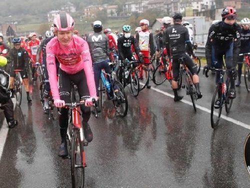 Giro d'Italia, la protesta dei corridori: Rosa schok! 5 (3)