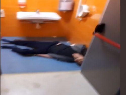 Video choc al Caldarelli: paziente sospetto Covid trovato morto nel bagno dell'ospedale. 3 (2)