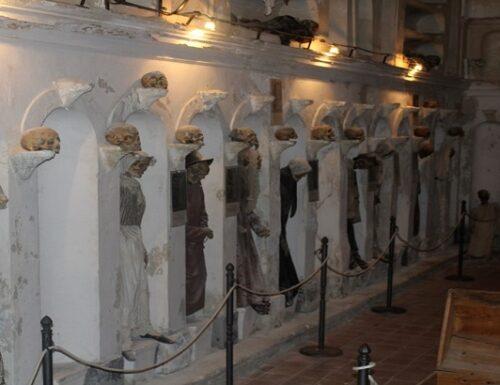 Un monologo nella cripta.