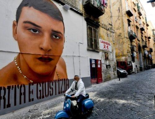 Napoli, il murales dedicato al baby-rapinatore.
