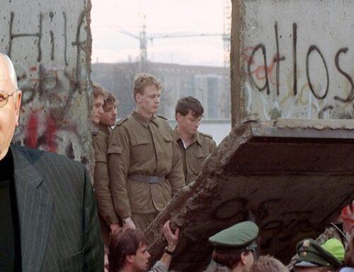 """I 90 anni di Gorbaciov e il crollo del """"Muro di Berlino"""". C'è un'altra verità?"""