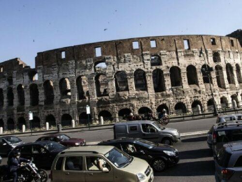 I romani preferiscono l'auto ai mezzi pubblici.
