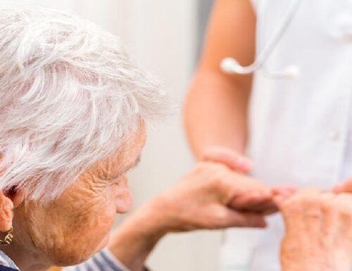 Troppi anziani e pochi medici geriatri.
