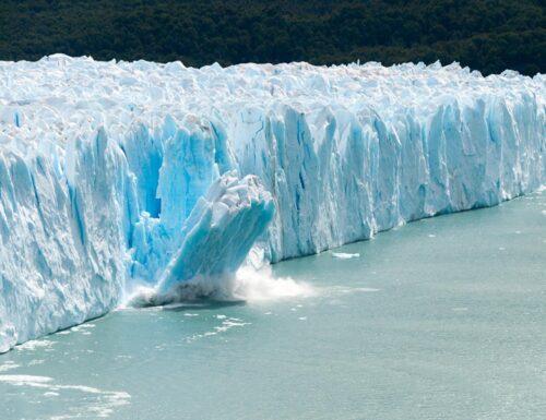 Scioglimento dei ghiacci e innalzamento del livello del mare.